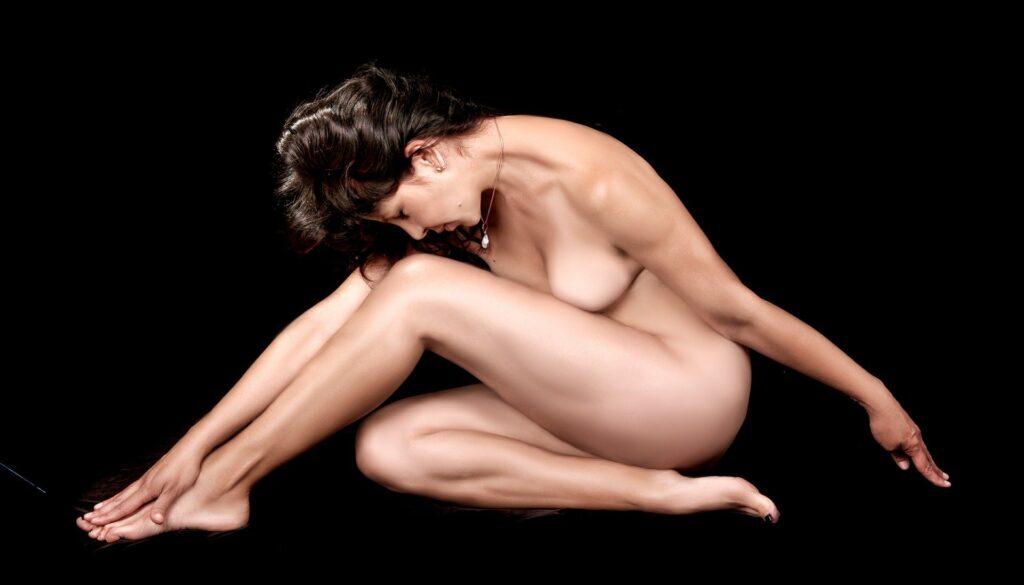 naked-459711_1920 (1)